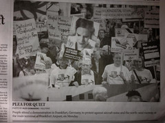 """Bild von Oberstadt-Demonstranten auf der Montagsdemo in der """"Daily China"""""""